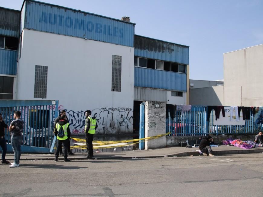 Villeurbanne: des dizaines de personnes à la rue après l'incendie d'un squat
