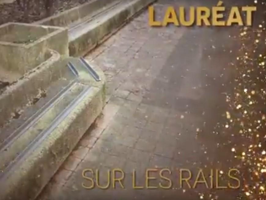 """Banc anti-SDF : la fondation Abbé Pierre remet à Lyon le """"Pic d'Or"""" de la catégorie """"fallait oser"""""""