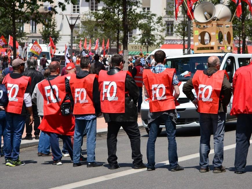 Rentrée sociale : entre 2 000 et 4 000 personnes masquées manifestent à Lyon