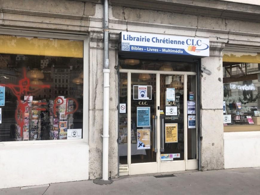 Lyon: des tags anti-chrétiens découverts sur une librairie dans le 2e arrondissement