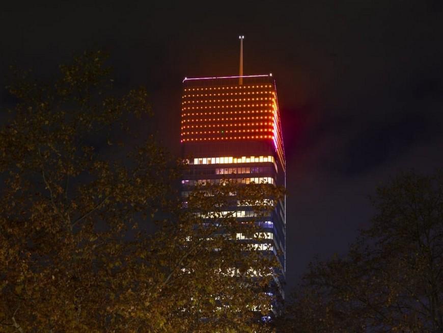 Pourquoi des monuments de Lyon sont-ils éclairés en rouge ?