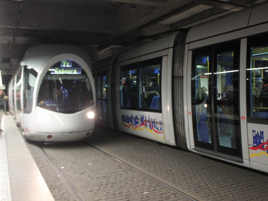 Lyon : une panne électrique perturbe la ligne T1