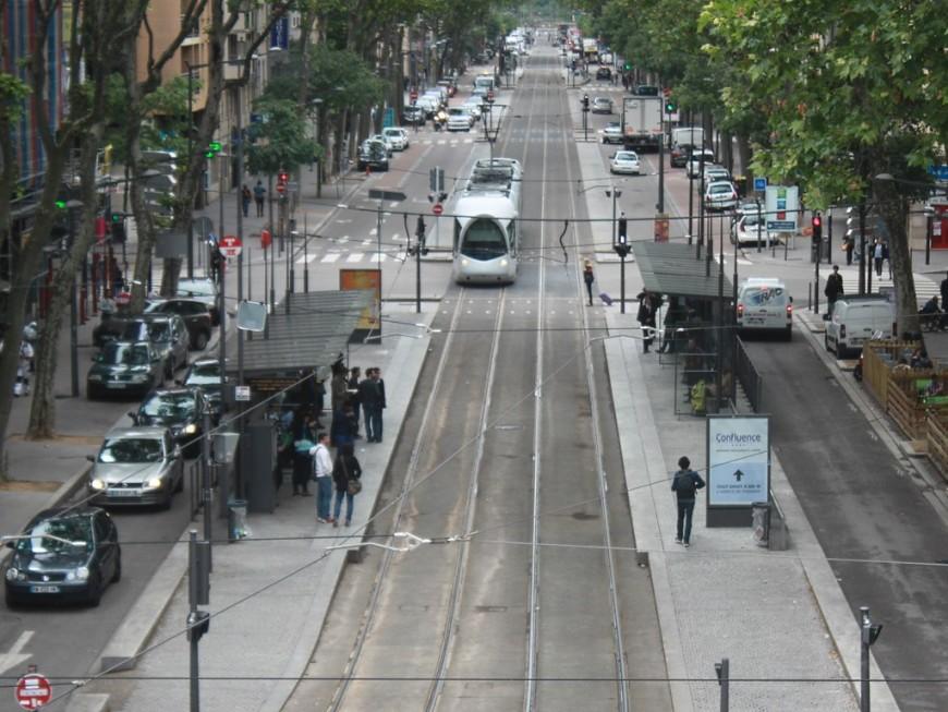 La galère continue pour les usagers du tram à Lyon !