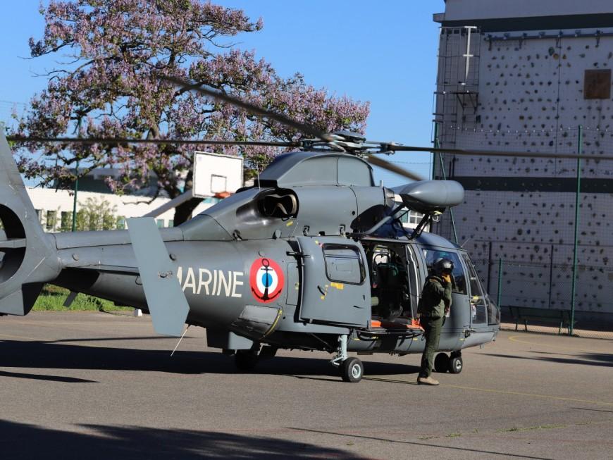 Lyon : quand un hélicoptère de la marine nationale se pose dans un lycée - VIDEO
