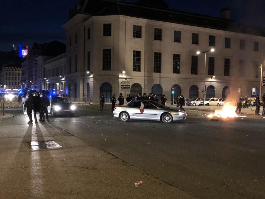 Victoire des Bleus : la fête gâchée à Lyon par des casseurs - VIDEOS