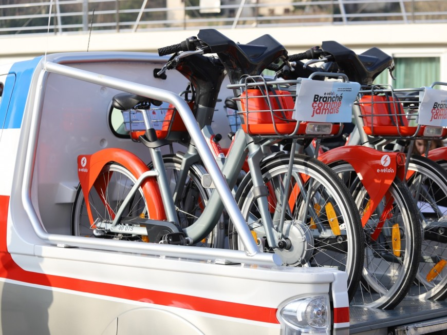 Lyon : 2 500 Vélo'v électriques installés cette nuit !