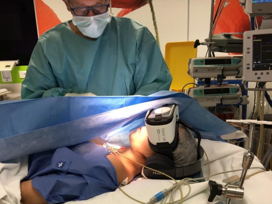 Lyon: trois jeunes créent une cagnotte pour des casques de réalité virtuelle à l'hôpital