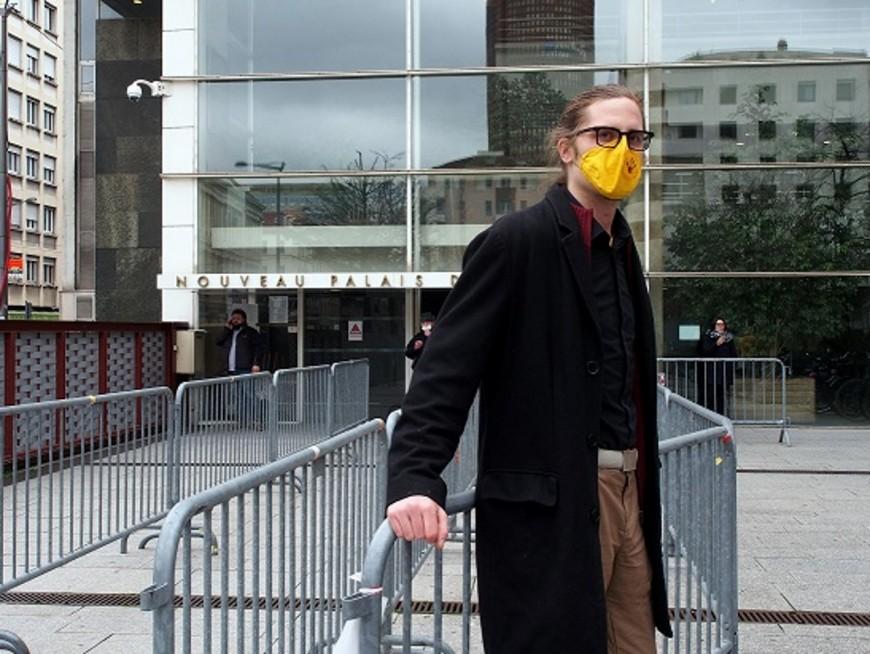 Lyon : 500 euros d'amende requis contre le décrocheur de portrait de Villeurbanne