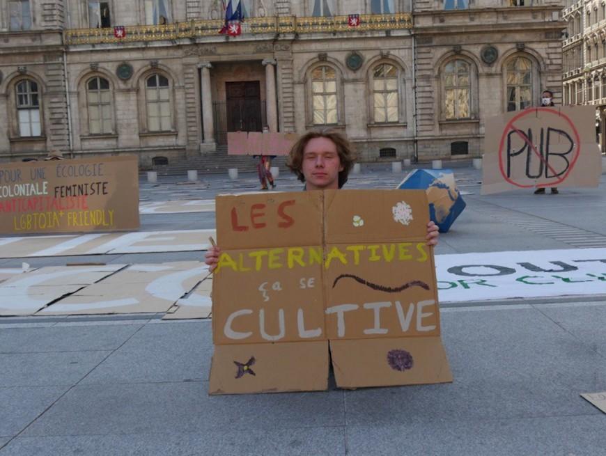A une semaine du second tour, Youth for Climate réclame plus d'écologie devant l'Hôtel de Ville de Lyon