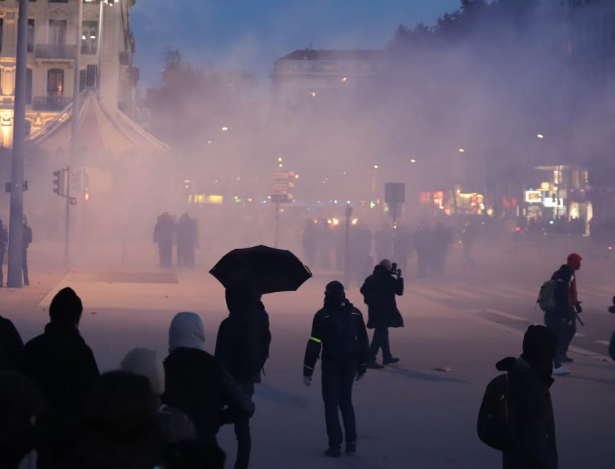 """Lyon : 5000 personnes rassemblées pour la """"Marche des Libertés"""", sept interpellations"""