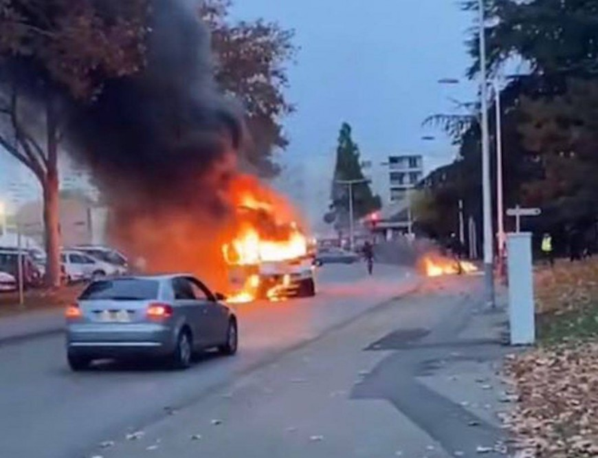 Près de Lyon: deux interpellations ce samedi après des tensions entre riverains et policiers