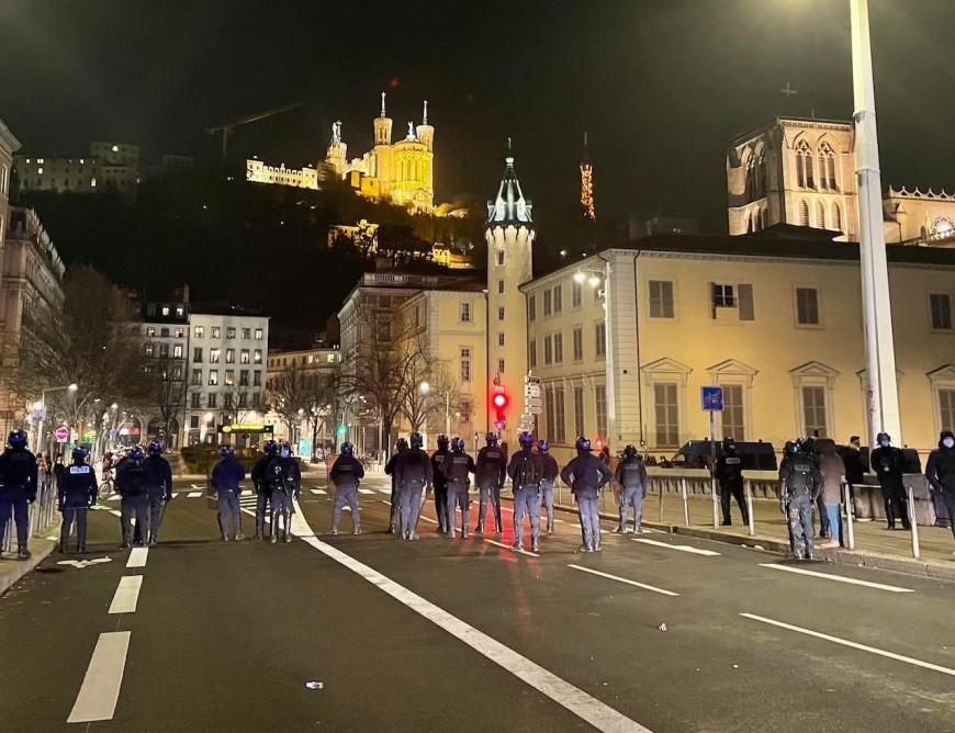 """Lyon : des débordements lors de la seconde manifestation contre la loi """"sécurité globale"""""""