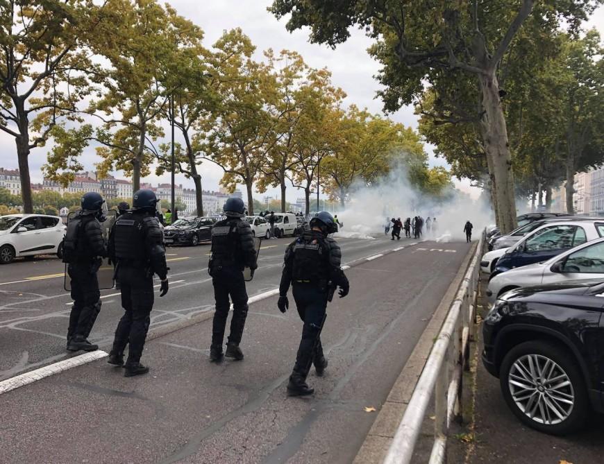 Lyon : de nombreux black blocs en centre-ville, des affrontements et des perturbations