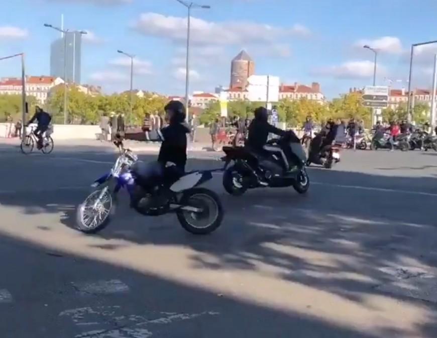 Lyon : des rodéos pour narguer la police en marge du rassemblement pour Samuel Paty
