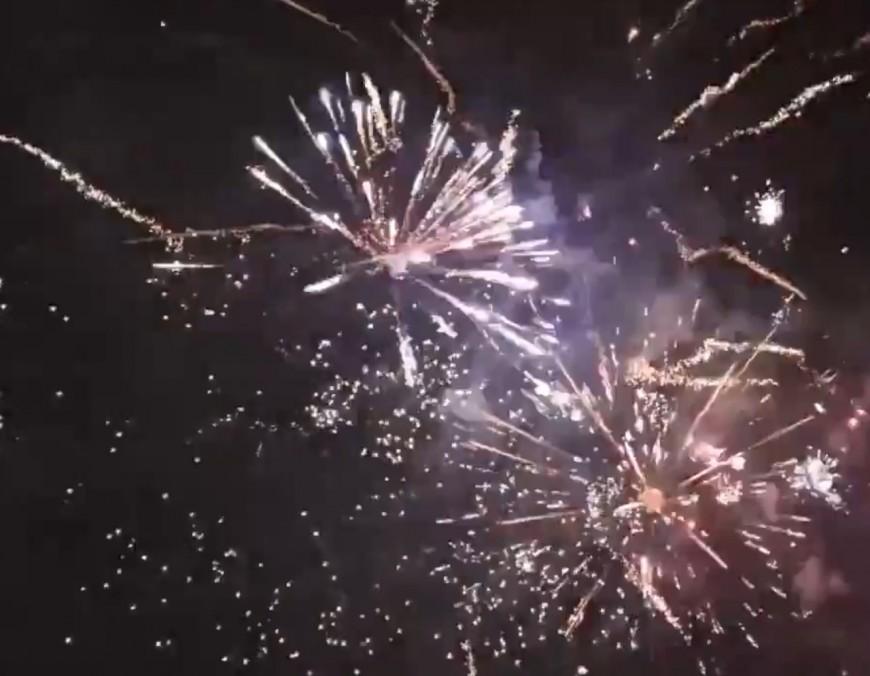 Lyon : un feu d'artifice surprise tiré place Bellecour - VIDEO