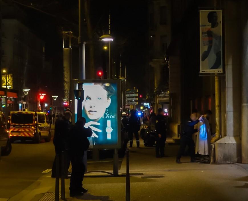 Lyon : habillés comme des djihadistes, ils terrorisent les passagers en pleine Fête des lumières