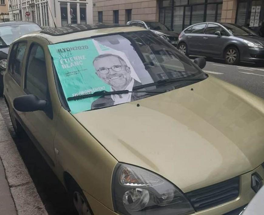 Municipales à Lyon : candidate de Denis Broliquier, elle retrouve une affiche d'Etienne Blanc collée sur sa voiture