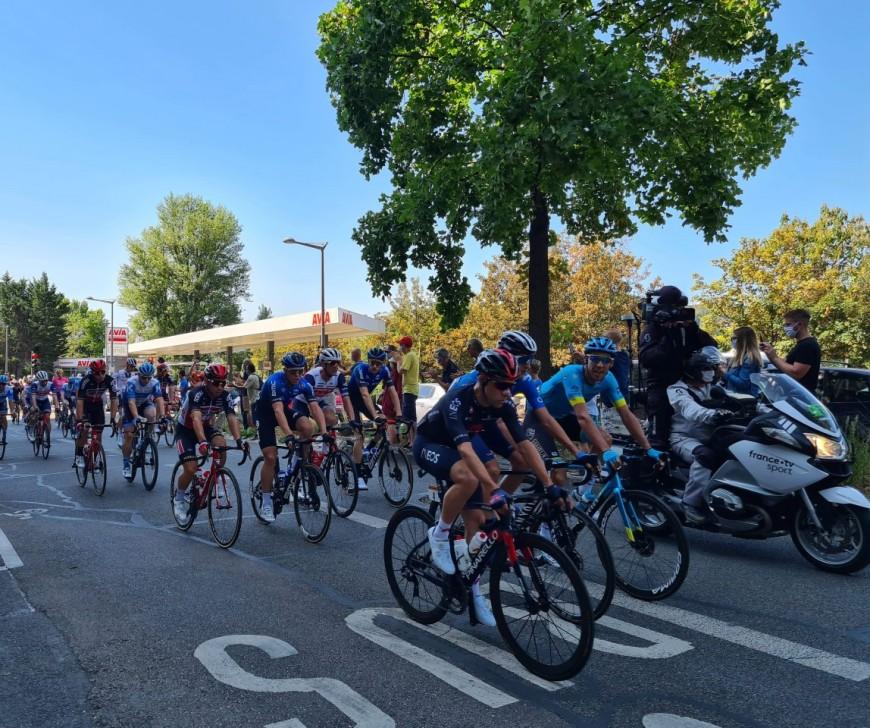 Tour de France : Tadej Pogacar remporte l'étape entre Lyon et le Grand Colombier