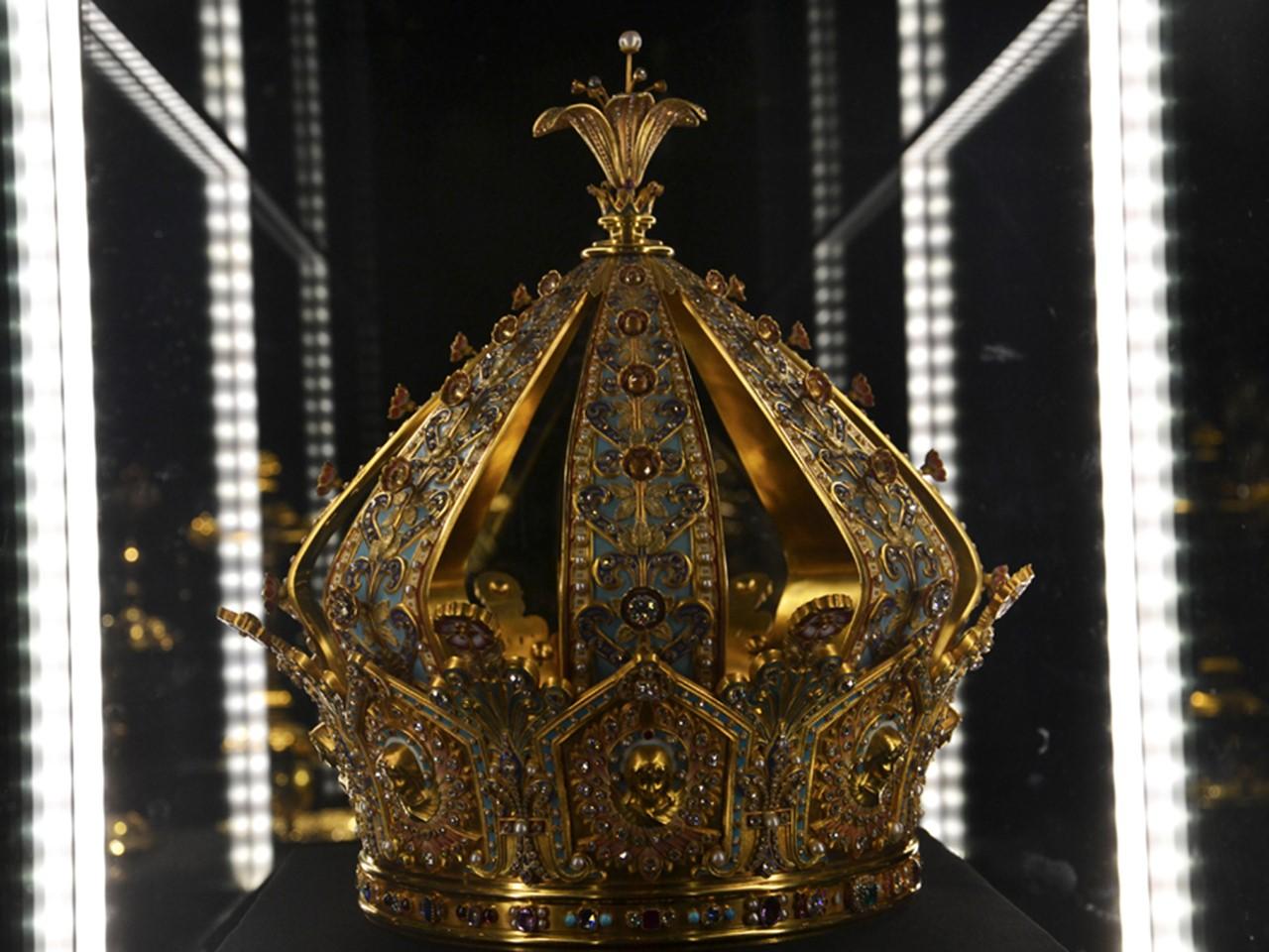 La couronne de la Vierge, estimée avec le calice et l'anneau également volés, à moins d'un million d'euros - DR