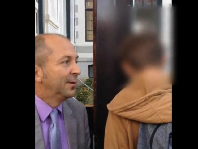 Enfant autiste refoulé du collège de la Tourette : la maire du 1er soutient le principal