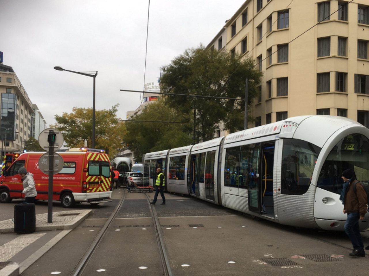Un violent accident entre le tramway T4 et une voiture