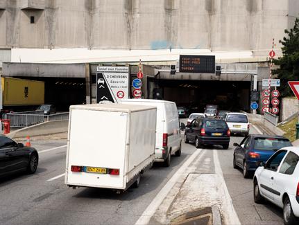 Tunnel de Fourvière : le radar flashe désormais par l'arrière