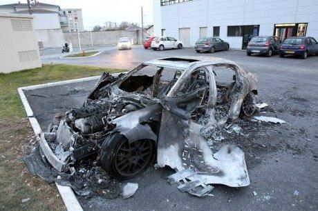 Encore des véhicules incendiés à Vénissieux