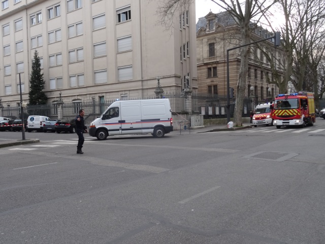 Lyon : les démineurs interviennent pour une valise suspecte près de la préfecture