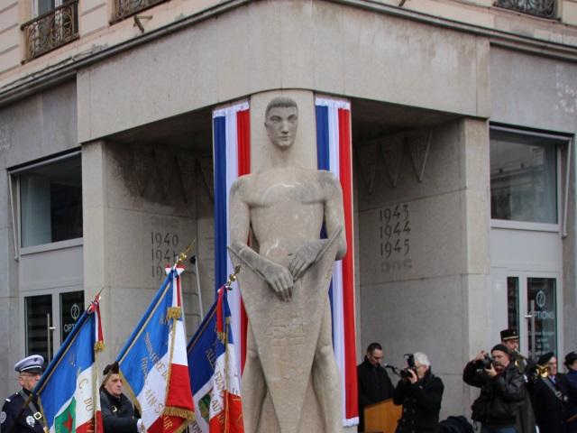 """Lyon : la statue du """"Veilleur de Pierre"""" vandalisée"""