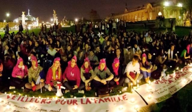 """Mariage pour tous : les """"Veilleurs"""" investissent Lyon"""