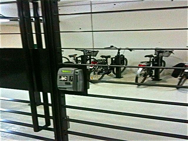les cyclistes lyonnais pourront garer leur v lo moyennant finance. Black Bedroom Furniture Sets. Home Design Ideas