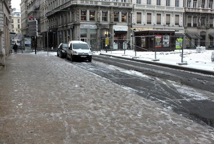 Lyon : moins de neige que prévu mais des routes glissantes
