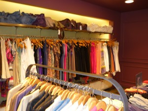 Lyon : une créatrice de mode habille les femmes en insertion