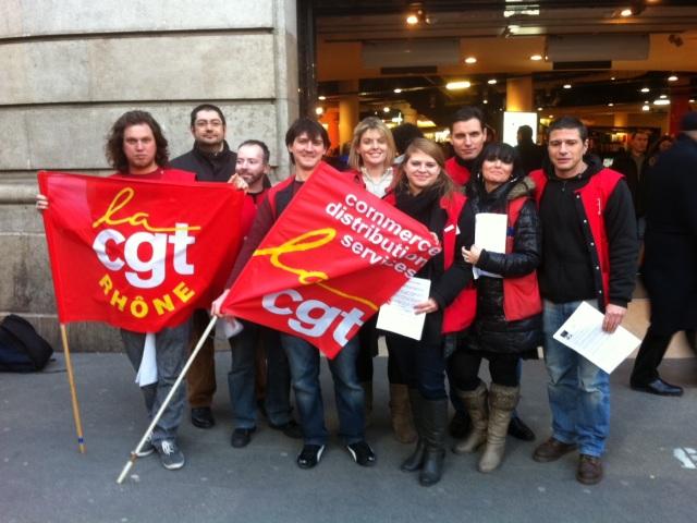 Les salariés du Virgin Megastore de Lyon ont manifesté samedi après-midi