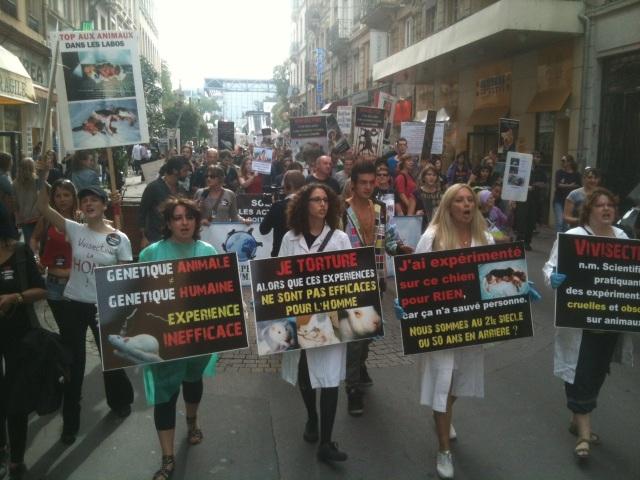 Manifestation à Lyon contre la dissection des souris en S.V.T