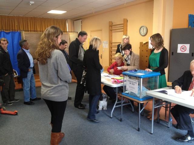 Dans un bureau de vote à Lyon, dimanche 22 avril - Photo Lyonmag.com