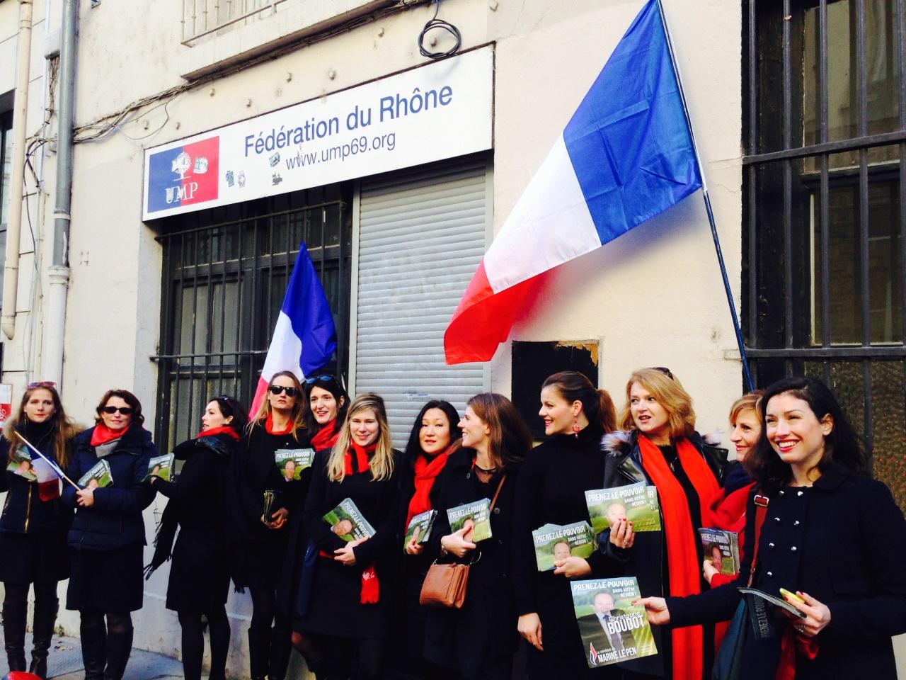 Le cortège devant la permanence de Wauquiez - LyonMag