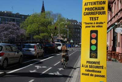 Les cyclistes pourront désormais passer au feu rouge