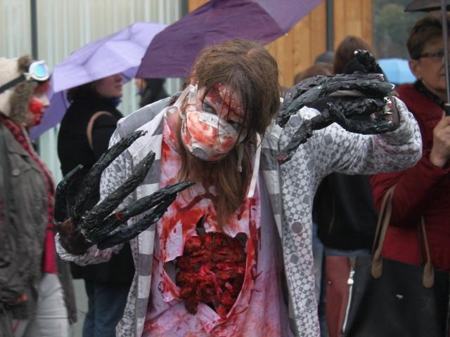 Les zombies s'invitent dans les rues de Lyon ! (photos)